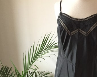 Vintage 40s/ Endear - Tafredda Barbizon/ Black, Crystal Pleated Hem, Nylon, Dacron Slip/ Metal Side Zipper/ Size 40 Lady