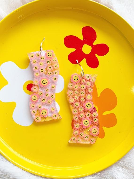 Stephanie Earrings   Pink Smiley Daisies