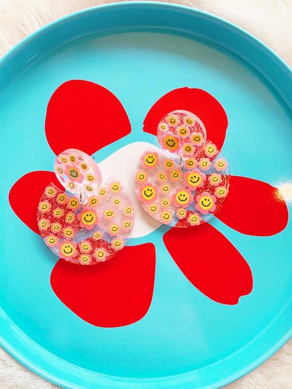 Tabitha Earrings | Pink Smiley Daisies