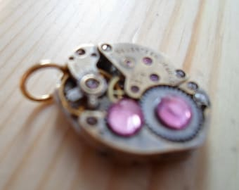 Vintage steampunk pendant with rose crystals