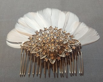 Bridal decorative comb with feathers