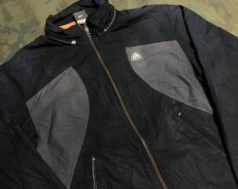 quality design d7e20 24a14 Vintage 90s Nike ACG Jacket size S
