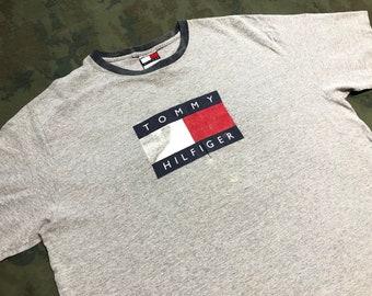 Vintage 90s Tommy Hilfiger T-Shirt size L 0f3a03637d9f