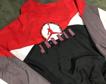 8b9b2d4f4b754b Vintage 1993 Nike x Jordan Jacket size L 2-side