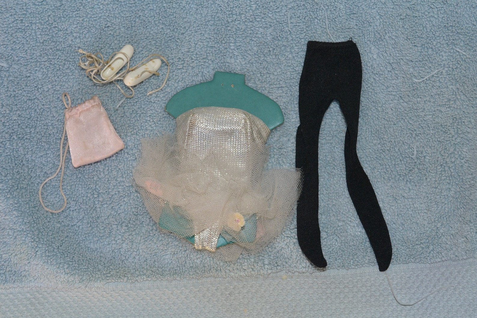 still on original card vintage barbie ballerina #989 fashion from 1961 with leotard hose, ballet shoes, bag