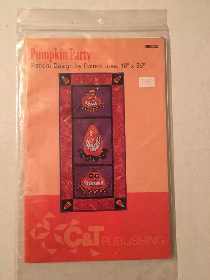 BLOOMIN/' MINDS Half To Have Pumpkins Halloween Table Runner Wallhanging  pattern