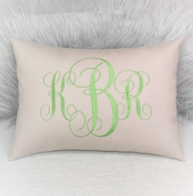 Black Monogram R Throw Pillows | Zazzle