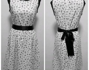White cotton dress with musical motifs. Single piece Tg 44