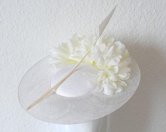 Diasy Petal White Ascot Disc