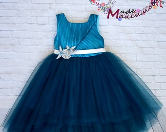 Luxurious elegant dress with train for girl