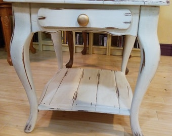 SOLD. Vintage White Shabby Chic End Table /  Side Table
