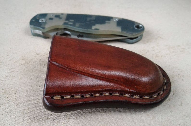 Custom leather sheath made to fit Spyderco Para 3, friction sheath with  belt loop, pocket knife leather case, folding knife edc