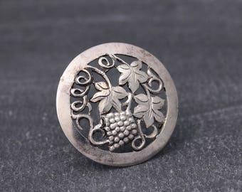 Vintage Sterling silver brooch with grape-bunch