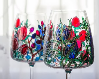 Set of 2 hand painted wine glasses. Glasses for couples. Wine glasses. Hand Painted Glasses.