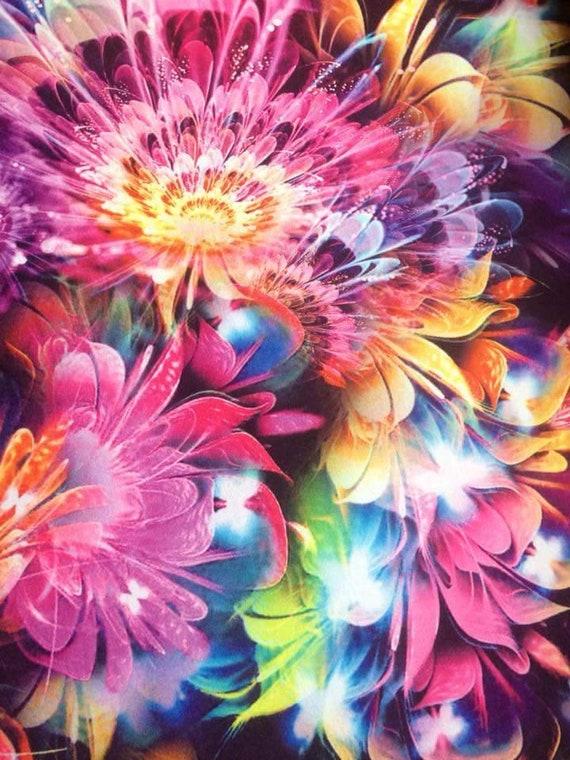 Tissu imprimé rose numérique ~ soutenu de molleton de Polyester doux moelleux léger ~ Fleur Floral feu d'artifice en Jersey Lycra Stretch extensible mètre