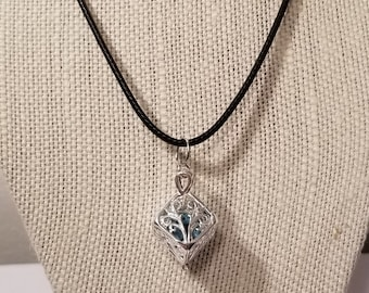 Essential Oil Locket Necklace!