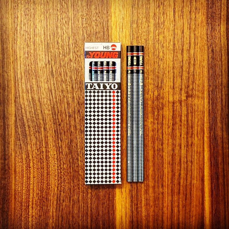 Superior Quality Made in Japan pencils with JISMark Vintage Taiyo For Young 8240 HB Pencil with checkerboard pattern and gold foil
