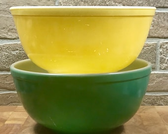 Set of 2 Vintage Pyrex Primary Colors Mixing Bowls #403