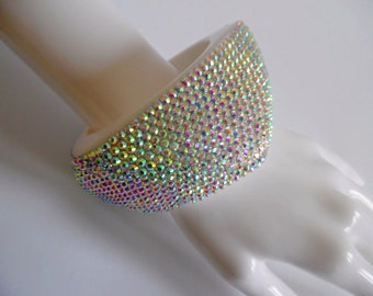 SALE :)) AURORA SPARKS . Huge Chunky Op Art Statement Mod Space Age 70s Bangle Cuff Bracelet Arm Band Lucite