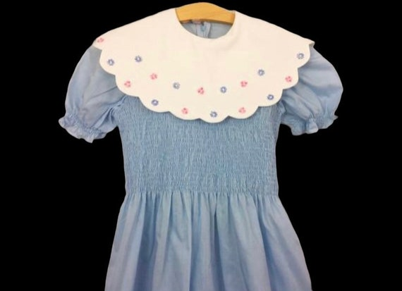 Vintage 1980's girls blue white floral smocked puf