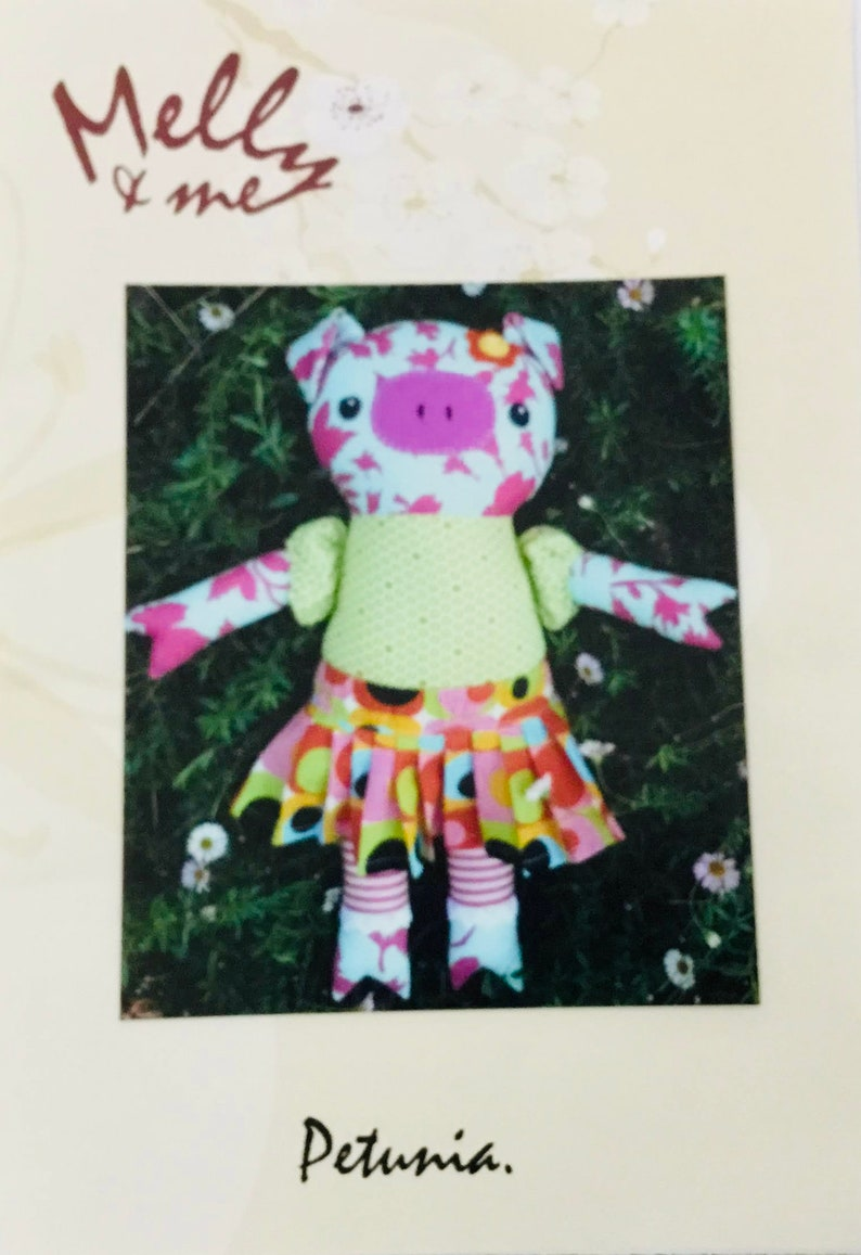 Australian Textile Pattern by Rosalie Quinlan and Melanie Hurlston PETUNIA Pattern MO49 MELLY and Me 37cm Finished Approx