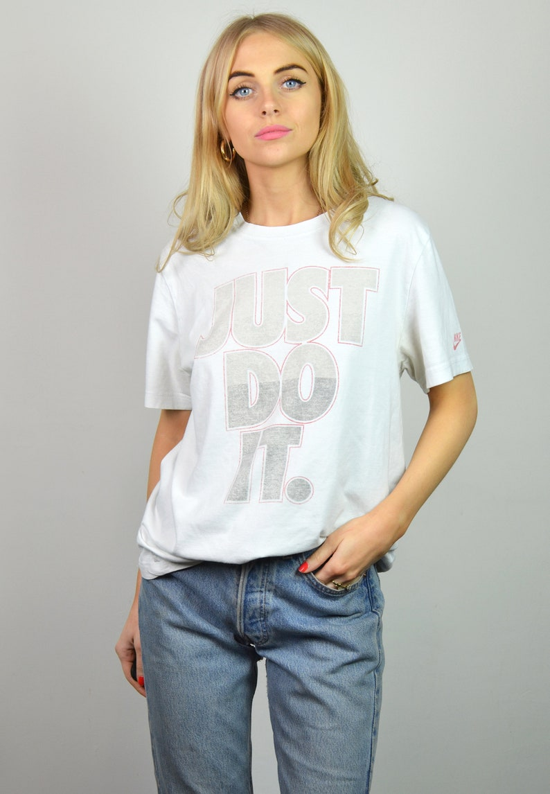 ec06ff21b1124 Vintage 90s NIKE White Just Do It Slogan T-Shirt