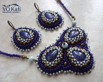 Bead embroidered jewelry set with lapis lazuli