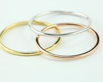 1 mm Gold Ring. Dainty Solid Gold Thin Wedding Band. Skinny Stacking Ring. Simple Gold Ring. Solid Gold Ring, Midi Ring, Knuckle Ring 1mm
