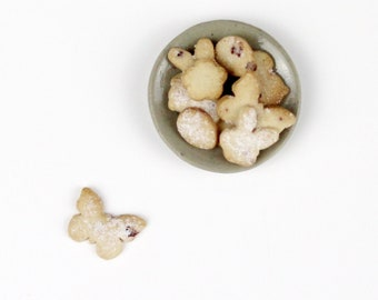 1:12 Scale Miniature Easter Currants Biscuits