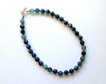 Necklace of turquoise/black faceted Agate for a sophisticated look
