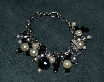 Beautiful black and white dangle bracelet