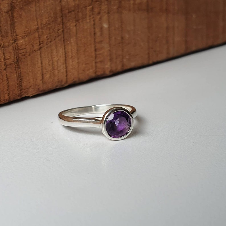 Sterling silver ring Natural Amethyst ring dainty minimalist ring hammered band statement gemstone ring