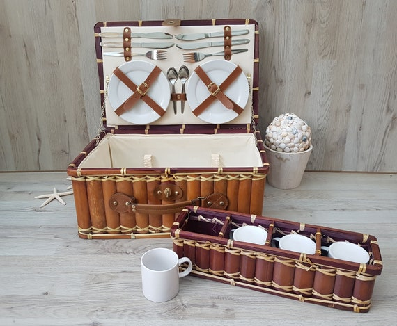 Beautiful vintage bamboo picnic basket, Complete p