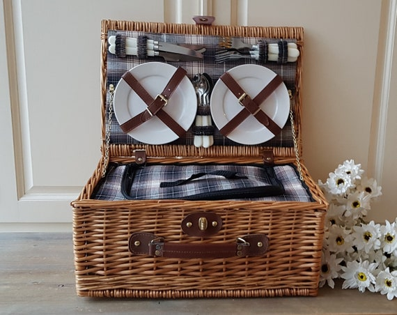 Beautiful insulated wicker picnic basket, Rattan p