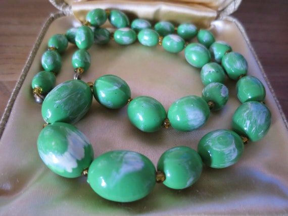 A vintage marbled green Lucite bead necklace C 196