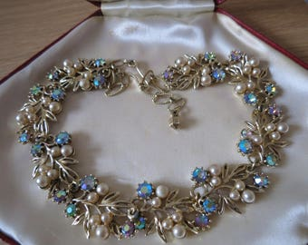 Beautiful vintage 1950s pearl and aurora borealis necklace