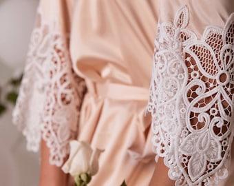 Bridesmaid Robes//Bridesmaid Gifts//Lace Bridal Robe//Getting Ready Robes//Wedding Robes//Bridal Party Robes//Satin Lace Robes//Layla Robe