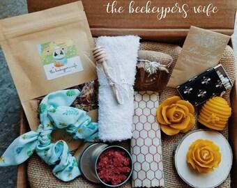 Bee Pampered -  Handmade Ecofriendly Beeswax & Honey Giftbox - Floating and Skeep Candles, Reusable Wrap, Natural Beauty Box