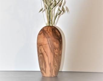 Design vase in ash wood