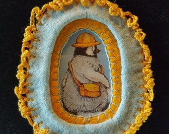 Magnetic Travelling Penguin Brooche