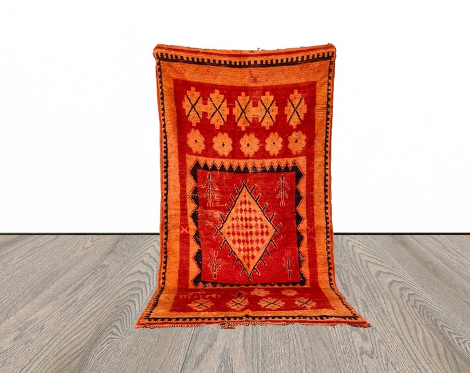 5x9 ft vintage Berber Moroccan area rug!