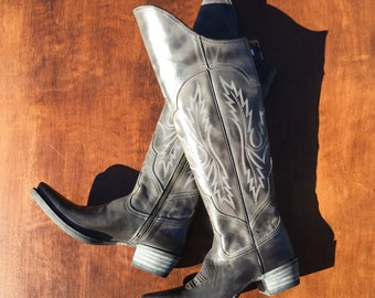 Amazing brand new Ariat cowgirl high boots