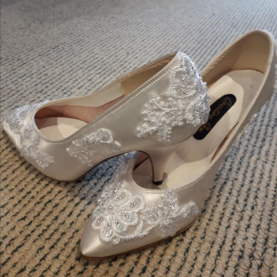 Bridal Wedding Shoes. Classical style Ivory Satin shoes with  fed37a9e911e