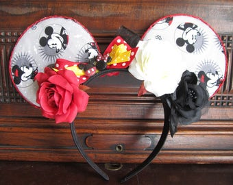 Mickey and Minnie Ears in gray.