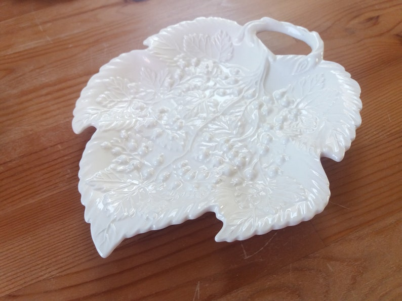 collectors pottery Vintage Leedsware Leaf Plate english china display tray Berry Design Plate original creamware table decor
