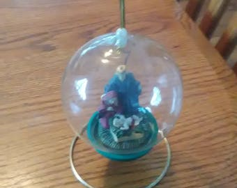 VINTAGE! Hanging Nativity Globe
