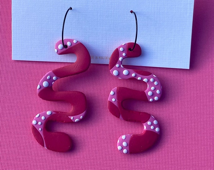 Textured twirl polymer clay hoop earring in pink, red & white.