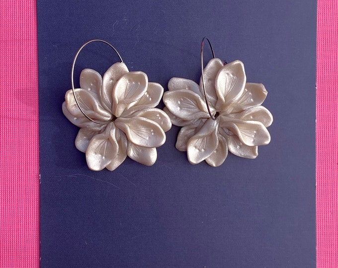 Botanical polymer clay earring, Cream flower earring, Statement hoop, Pearl shimmer.