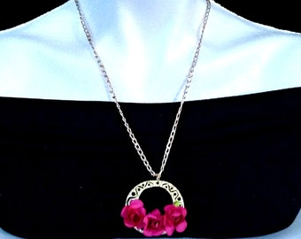 necklace for lady. 3  roses pendant. golded plated
