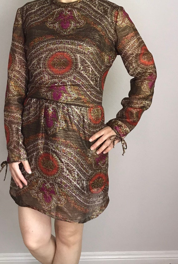 Metallic paisley print mini dress// 60s 70s - image 3